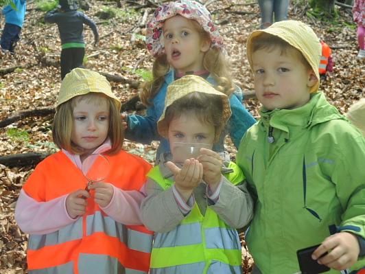 Otroci Vrtca Antona Medveda Kamnik, enota Rožle